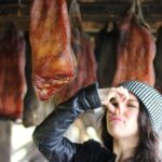 Гнилое мясо акулы: как готовят национальное блюдо в Исландии