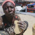 «Десерт» с земляным привкусом: чем питаются бедняки на Гаити