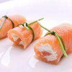 Фингер фуд для «всеядных»: ТОП-5 мясных и рыбных закусок